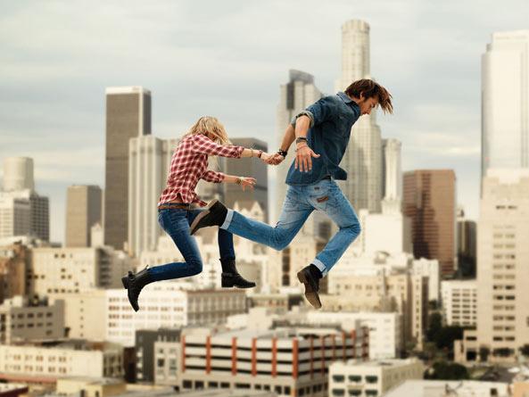 couple-jump